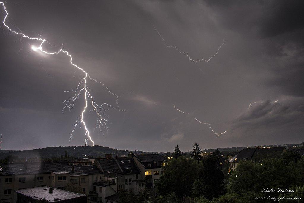 30-04-18-bonn-thunders-small.jpg