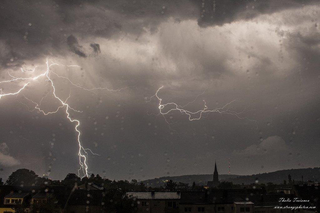 30-04-18-bonn-thunders2small.jpg